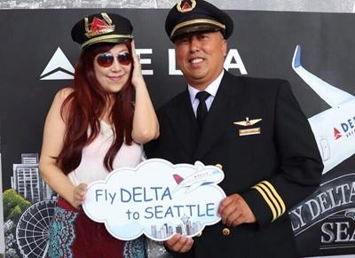 DELTAのマイルはなんと、blackoutデイトがありませんので、 貯まったマイルはきっといつか使えますから嬉しいですよね! ドミニカ共和国へのフライトでは、 凄くマイルが貯まってずーっとそのままです お隣の方は本物のパイロット?