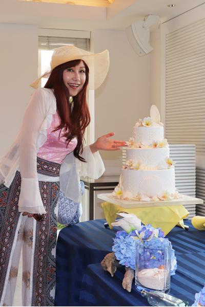 なんと!昨日行った時は結婚式用のセッティングでしたので、 幸せのウエディングケーキは、貝殻が敷き詰めてありましたよ💓