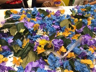 このお花を使って綺麗な花輪をゴッツイおじさんに教えて頂きました