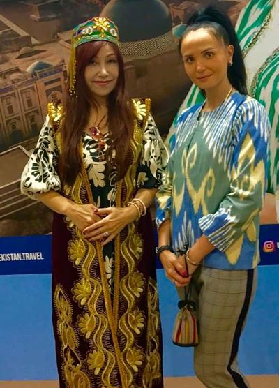 ウズベク共和国ステキなお衣装も着せていただきました。