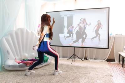 こちらはNYのダンススタジオと繋がっています。